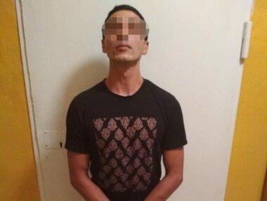 Приставивши ніж до шиї, відібрав гаманець: 21-річний миколаєвець, якого судять за шахрайство, напав на вулиці на жінку