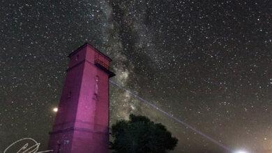 Эффектные кадры метеорного потока Персеиды у маяка в Лиманах   Корабелов.ИНФО image 1