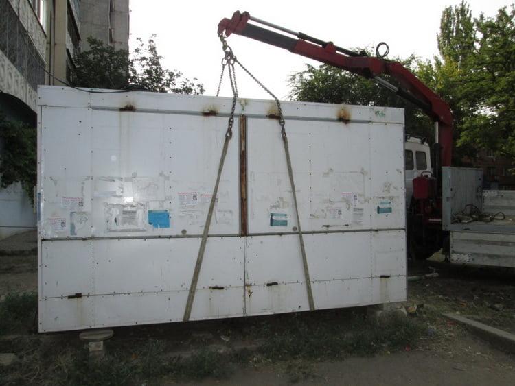 Цілих два незаконних кіоски демонтувала у серпні влада в Корабельному районі