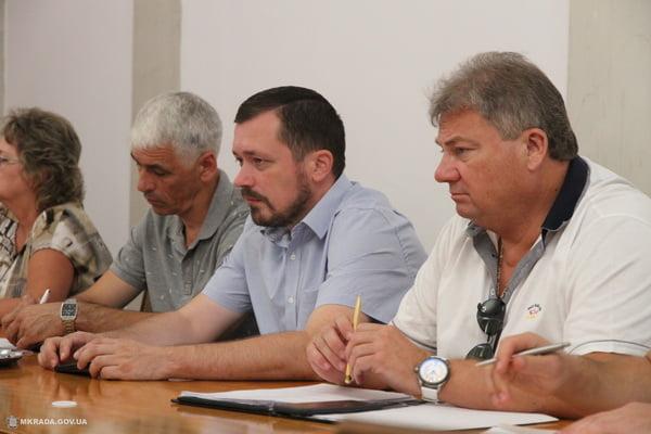 в центре - глава Корабельной райадминистрации Цуканов