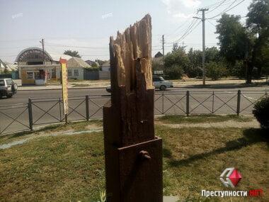 Вандалы снесли православный крест у проспекта Богоявленского в Широкой Балке