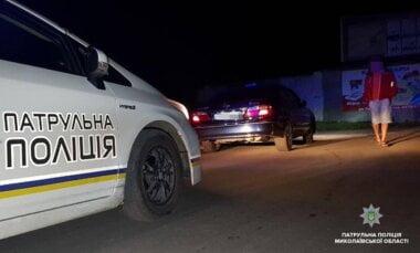 Пьяный водитель такси с женщинами и ребенком в салоне пытался сбежать от николаевских патрульных