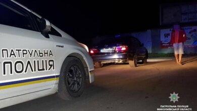 Photo of Пьяный водитель такси с женщинами и ребенком в салоне пытался сбежать от николаевских патрульных