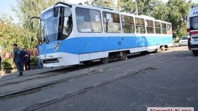 Photo of Затянуло под вагон: в Николаеве трамвай насмерть задавил женщину, переходившую улицу (Фото 18+)
