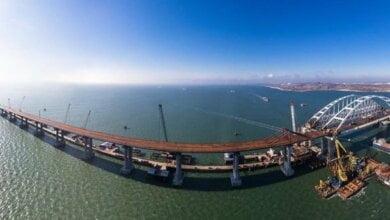 Из-за сильного шторма плавучий кран врезался в Керченский мост (ВИДЕО) | Корабелов.ИНФО