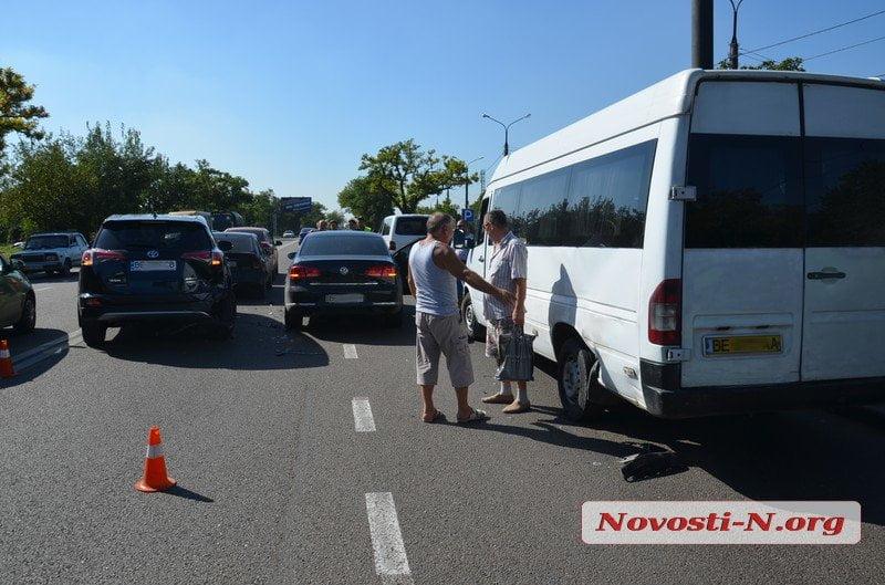 В Корабельном районе произошло ДТП с пятью автомобилями