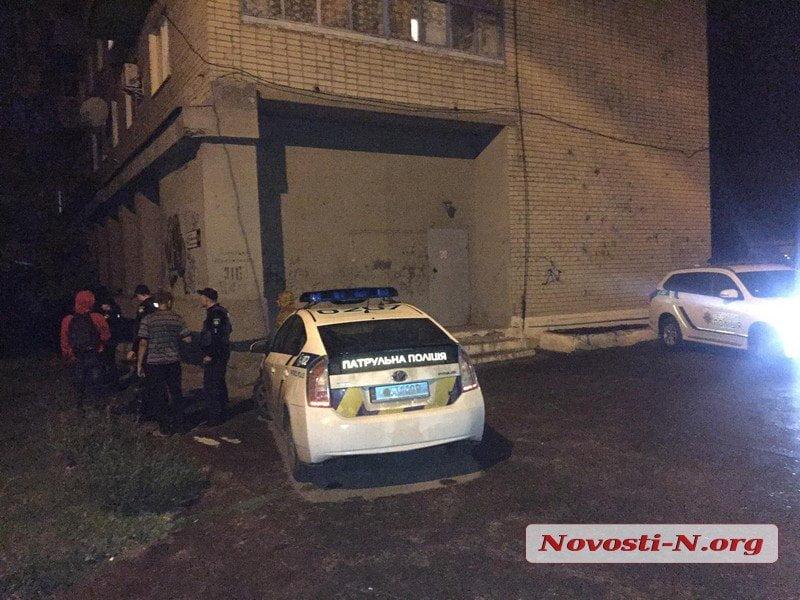 В Корабельном районе с шестого этажа выбросился мужчина