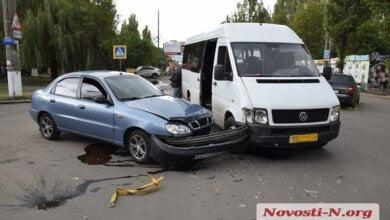 Photo of В Николаеве «маршрутка» с полным салоном пассажиров врезалась в «Ланос», который тащили на буксире