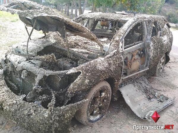 «Номер кузова сбит, все фары разбиты, номерных знаков нет», - в Николаеве со дна реки подняли Lexus