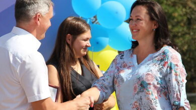 Photo of Сенкевич наградил свою соратницу по партии Горбенко в конкурсе, к которому она не имеет отношения