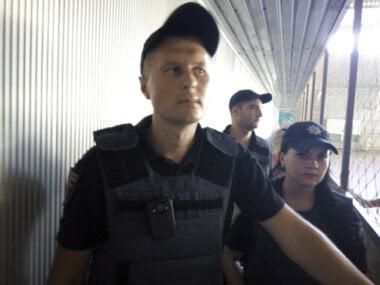 «Тітушки» в поліцейській формі на службі у «чорної» готівки?