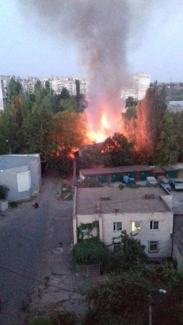 """""""Малолетки подпалили""""? На территории школы в Корабельном районе Николаева горело 2-этажное здание"""
