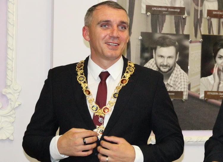 """Photo of """"Их там быть не должно"""", – Сенкевич предложил своему подчиненному уволиться из-за новых будок в Корабельном районе"""