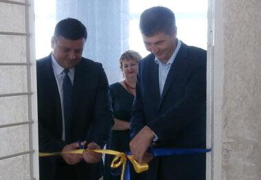 Нардеп Жолобецкий за счет госбюджета и НГЗ попиарился в школах Витовского района