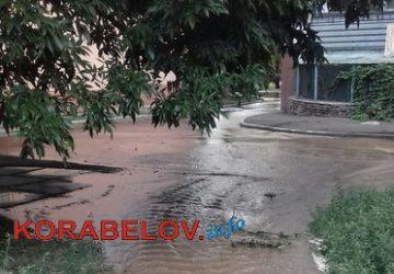ул. Океановская: авария на сетях водоканала
