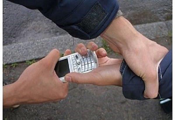 Photo of Пьяный мужчина зашел в отделение банка в Корабельном районе и попытался отобрать у работника телефон