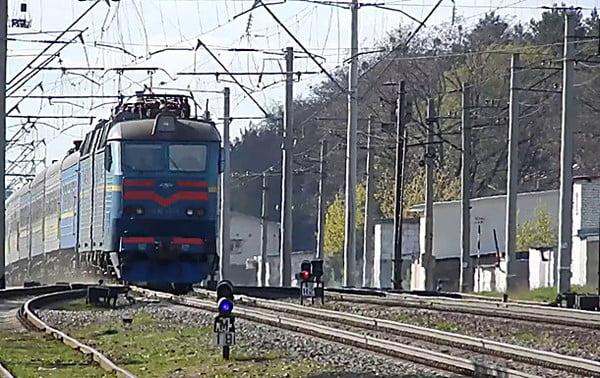 Photo of Под колесами поезда в Витовском районе погиб мужчина, полиция устанавливает его личность