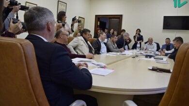 Сенкевич попросил депутатов горсовета выделить 15 млн грн на ЖЭКи, хотя ранее считал это «двойными стандартами» | Корабелов.ИНФО