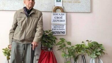«Посади свое дерево», - легендарный пенсионер из Корабельного района принес депутатам горсовета саженцы катальпы   Корабелов.ИНФО