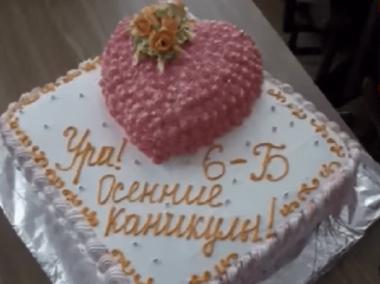 Торт розбрату: у школі дитині не дали солодощів, бо її мама не здала гроші (ВІДЕО)