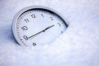 Сегодня ночью в Украине переводят часы на зимнее время