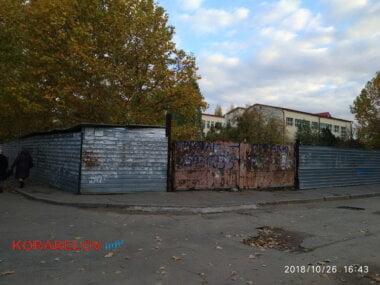незаконченное строительство перед школой № 54