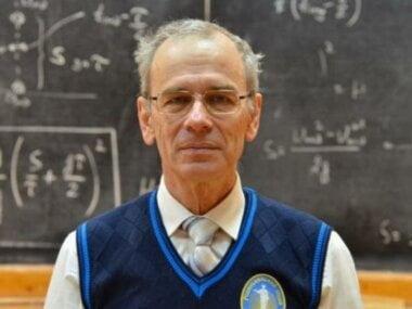 64-летний учитель физики из Одессы собрал миллионы просмотров за бесплатные онлайн-уроки (видео)