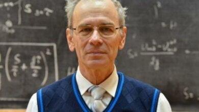 64-летний учитель физики из Одессы собрал миллионы просмотров за бесплатные онлайн-уроки (видео)   Корабелов.ИНФО