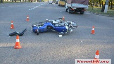 На проспекте Богоявленском в Николаеве «ВАЗ» сбил мотоциклиста | Корабелов.ИНФО image 1