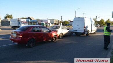 На пр. Богоявленском в Корабельном районе Николаева столкнулись три автомобиля | Корабелов.ИНФО