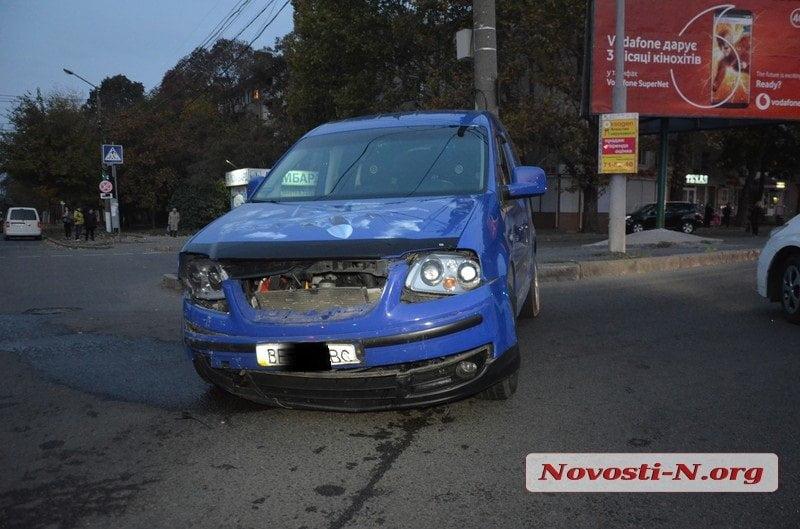 На проспекте Богоявленском столкнулись «ВАЗ» и «Фольксваген» — пострадала женщина-пассажир