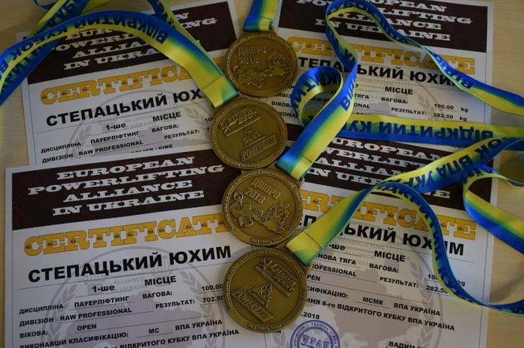 """Докер порта, расположенного в Корабельном районе Николаева, завоевал 4 """"золота"""" и звание мастера спорта-""""международника"""""""