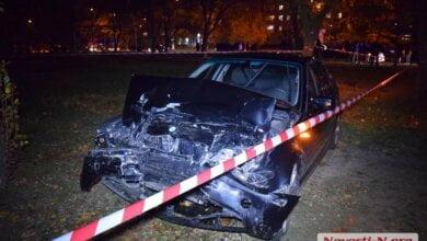 В Николаеве «БМВ», скрываясь от погони, столкнулся с полицейским авто и «Жигулями» | Корабелов.ИНФО image 1