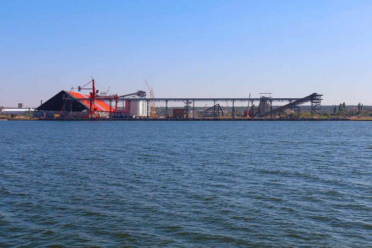 морський термінал компанії «Євровнєшторг».
