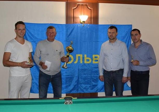 Портовики в Корабельном районе Николаева выяснили, кто из них лучше играет в бильярд