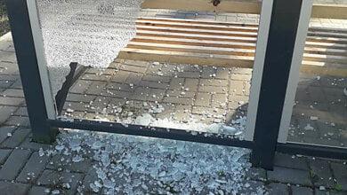 Хулиганы разбили стекло нового остановочного комплекса в Корабельном районе Николаева | Корабелов.ИНФО image 1