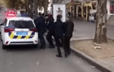 В центре Николаева мужчина подрался с патрульным полицейским, который регулировал движение