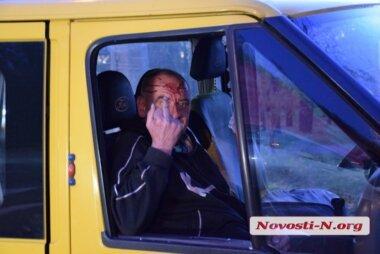 Из-за пьяного водителя микроавтобуса, который врезался в «Рено», Николаев застыл в пробке (видео)