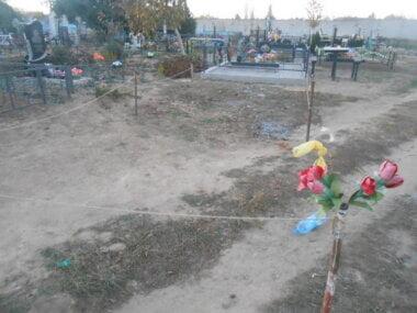 """Я особисто оцю забудову розібрала"", - староста села Лиманы о самозахвате земли на кладбище"