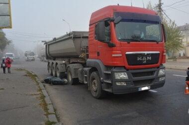 Фура в Николаеве сбила мопед — пострадала женщина