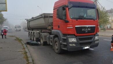 Фура в Николаеве сбила мопед — пострадала женщина   Корабелов.ИНФО image 6
