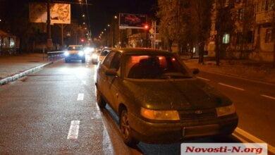 В Николаеве раненный ножом мужчина, убегая от нападающего, попал под машину   Корабелов.ИНФО