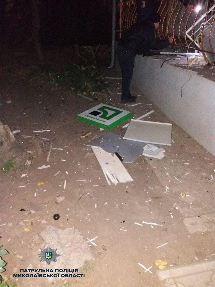 """Ночью взорвали банкомат в """"многоэтажке"""" Корабельного района и похитили кассеты с деньгами, - полиция"""