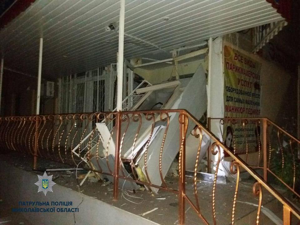 Photo of Ночью взорвали банкомат в «многоэтажке» Корабельного района и похитили кассеты с деньгами, — полиция