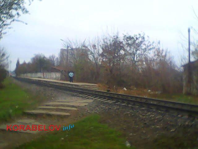 женщина, в последствии сбитая локомотивом