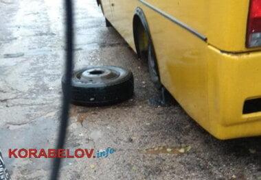 у автобуса на маршруте № 114 отвалилось колесо