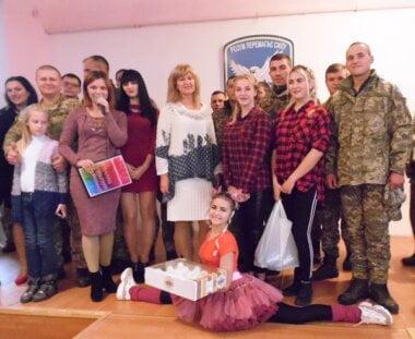 Колектив палацу культури «Корабельний» привітав військову частину, розташовану біля села Галицинове, з Днем її створення