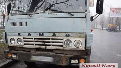 В Николаеве «КамАЗовский» прицеп отцепился на ходу и врезался в припаркованный автомобиль   Корабелов.ИНФО image 8