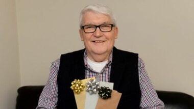 Чтобы помочь больным раком: смертельно больной британец продает билеты на собственные похороны