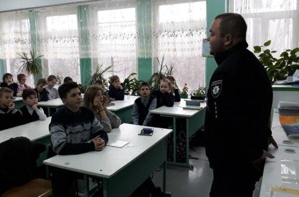 Школярам в Корабельному районі розповіли про кримінальну відповідальність за крадіжки, шахрайство та інше | Корабелов.ИНФО image 1